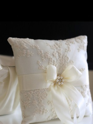 Exquisite Ring Pillow In Cloth With Applique