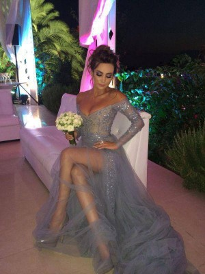 A-Line/Princess Off-the-Shoulder Long Sleeves Sweep/Brush Train With Applique Tulle Dresses