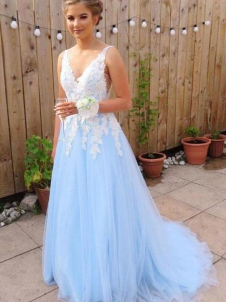 A-Line V-neck Sleeveless Sweep/Brush Train With Applique Tulle Dresses