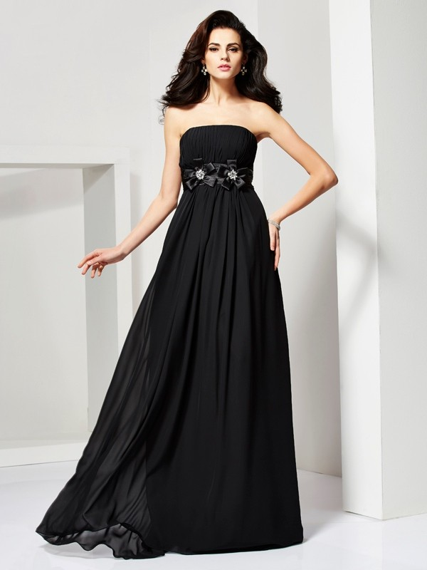 A-Line Chiffon Strapless Sleeveless Sweep/Brush Train With Hand-Made Flower Dresses