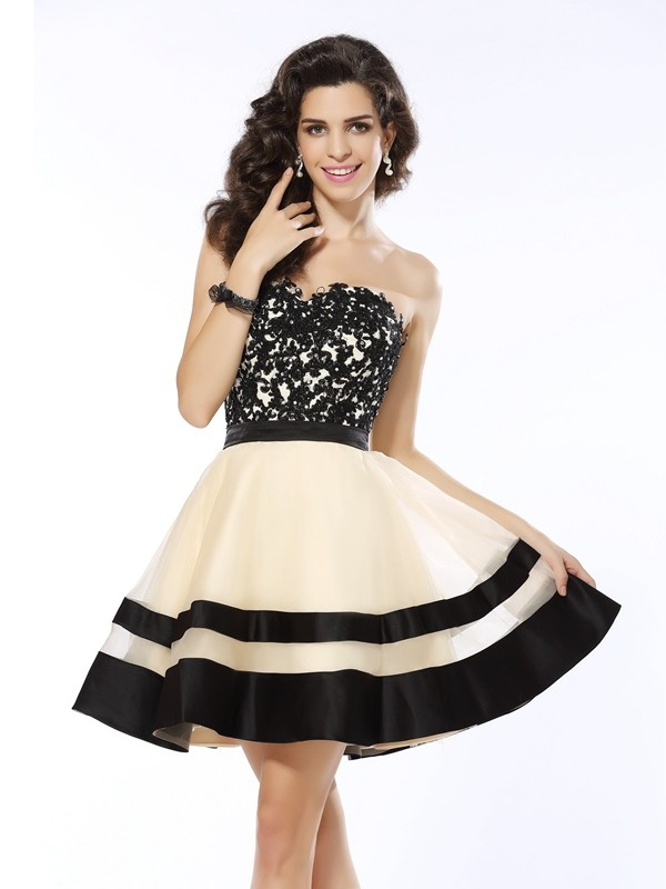 A-Line Organza Sweetheart Sleeveless Short/Mini With Applique Dresses