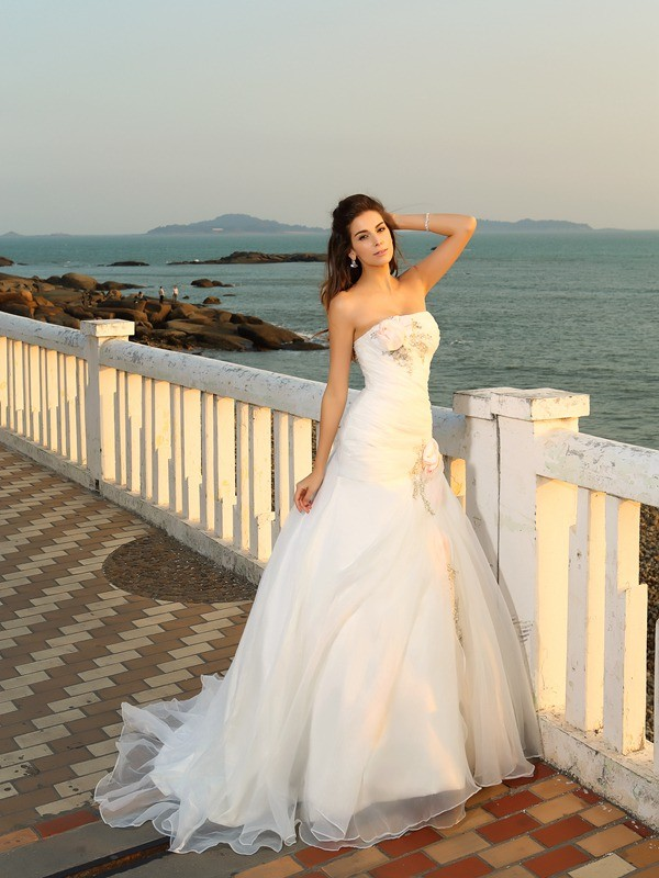 Ball Gown Satin Strapless Sleeveless Chapel Train With Hand-Made Flower Wedding Dresses