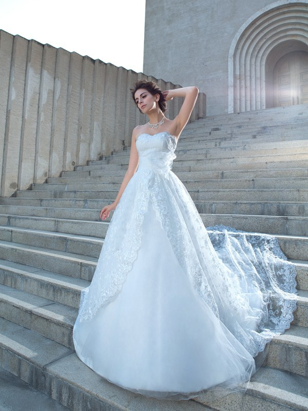 Ball Gown Lace Sweetheart Sleeveless Chapel Train With Lace Wedding Dresses
