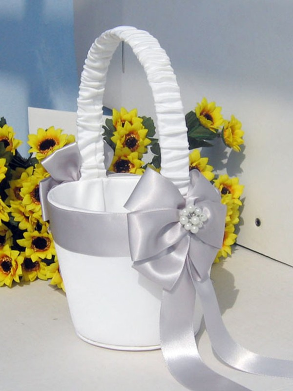 Great Flower Basket In Cloth With Bowknot