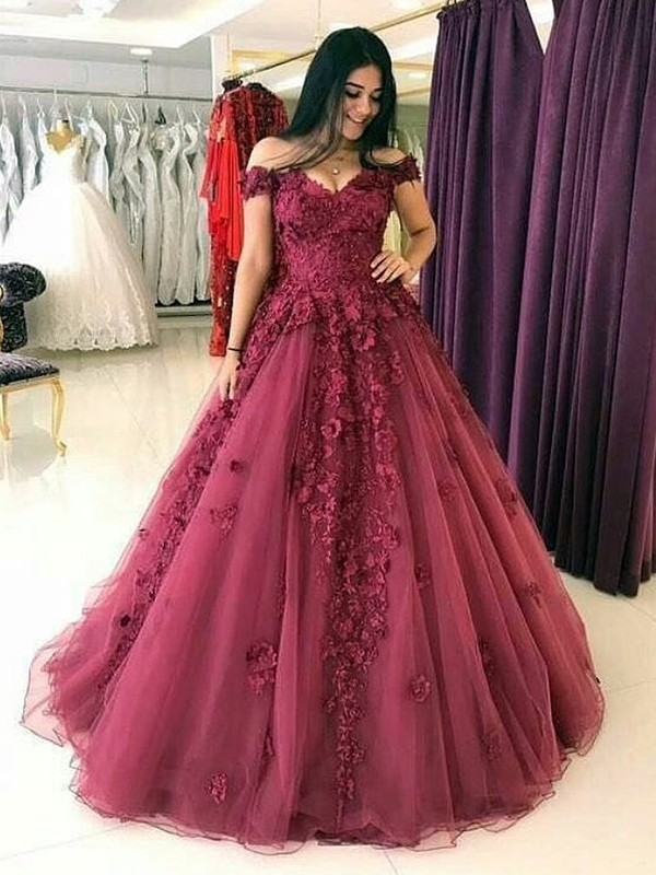 Ball Gown Sleeveless Off-the-Shoulder Sweep/Brush Train With Applique Tulle Dresses