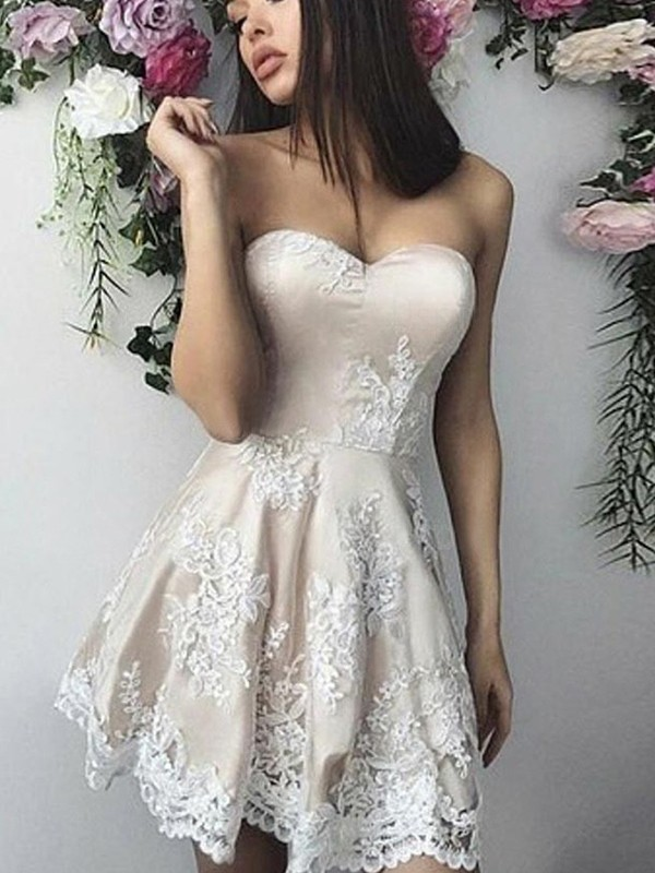 A-Line Lace Applique Sweetheart Sleeveless Short/Mini Homecoming Dresses