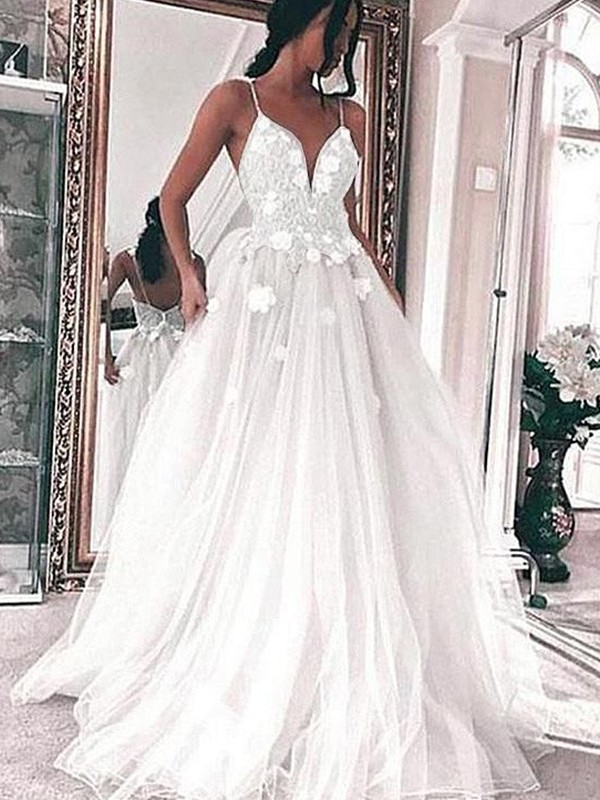 A-Line/Princess Tulle Spaghetti Straps Sleeveless Sweep/Brush Train Applique Wedding Dresses