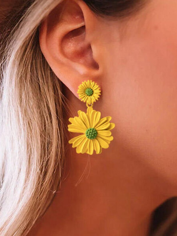 Girly Daisy Alloy Earrings