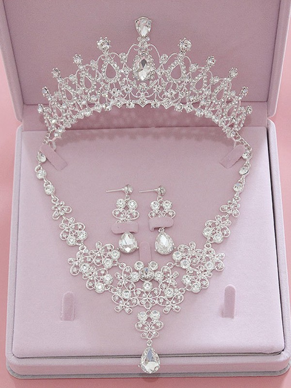 Luxurious Alloy With Rhinestone Jewelry Sets For Ladies