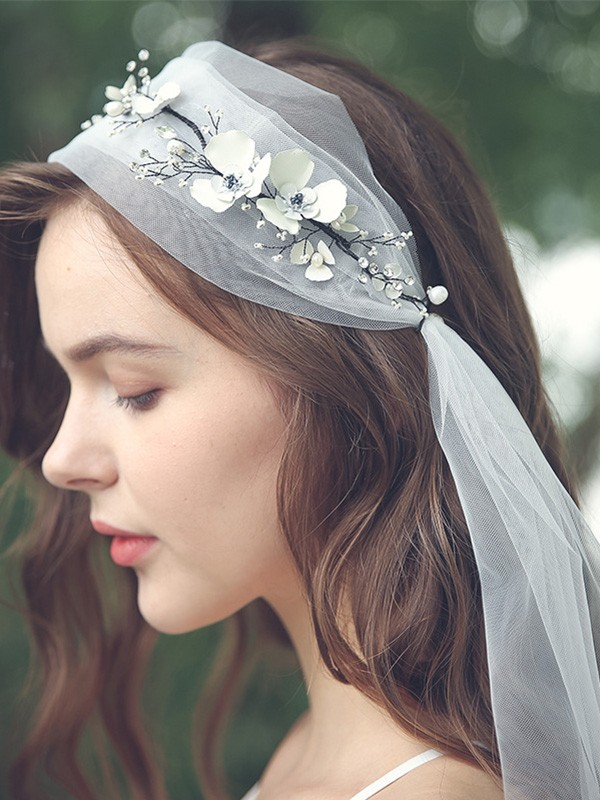 Graceful Tulle One-Tier Elbow Bridal Veils With Rhinestone/Hand-Made Flower