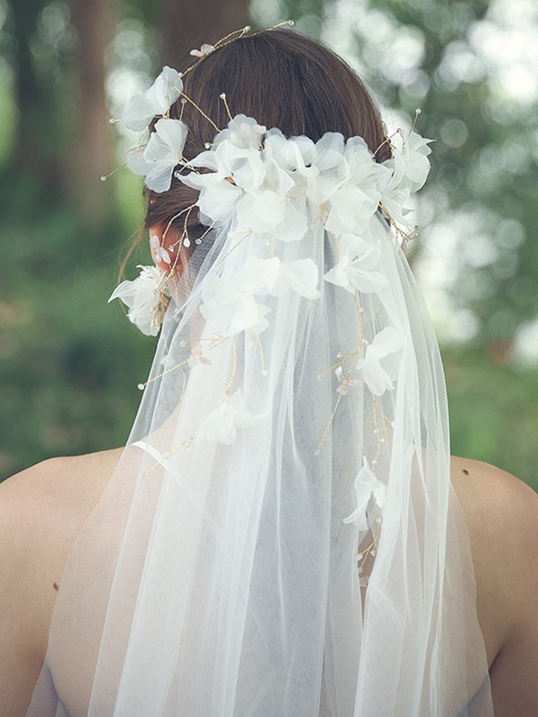 Gorgeous Tulle One-Tier Fingertip Bridal Veils With Rhinestone/Hand-Made Flower