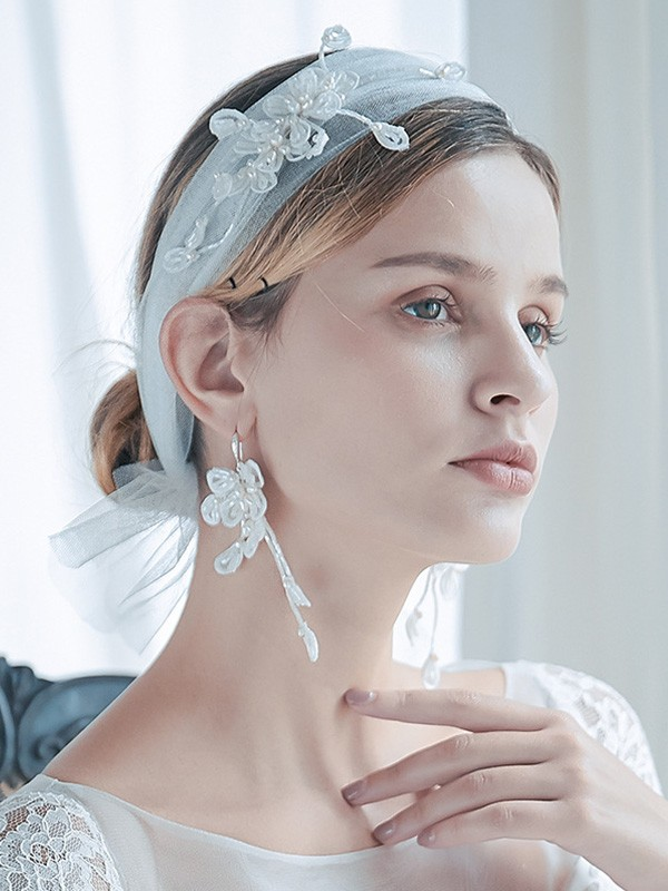 Trending Tulle One-Tier Shoulder Veils With Pearl And Earrings