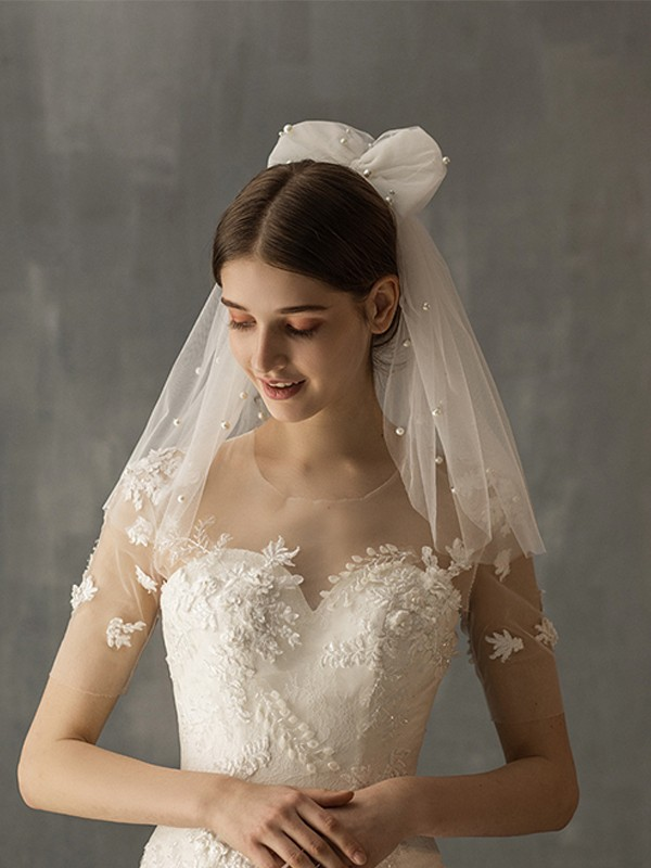 Fancy Tulle One-Tier Shoulder Veils With Imitation Pearl