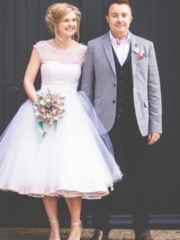 Ball Gown Jewel Sleeveless Knee-Length With Ruffles Tulle Wedding Dresses