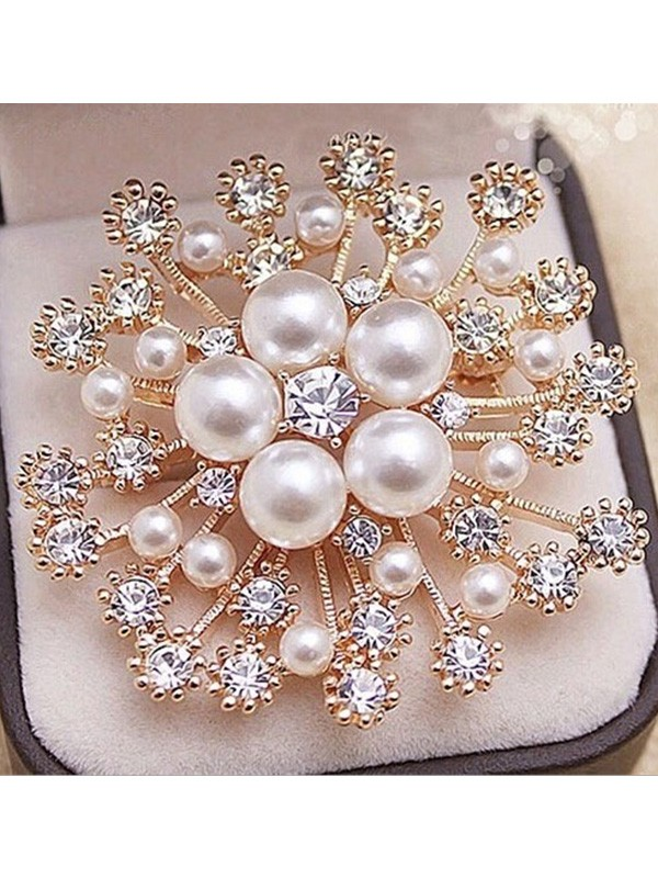 Luxurious Alloy With Rhinestone/Imitation Pearl Ladies' Brooch